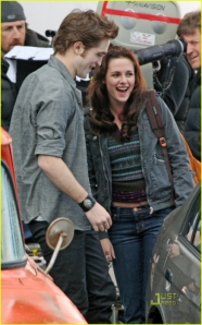 robert_pattinson_kristen_stewart_new_moon