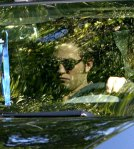 Robert-Pattinson-Arrives-on-Set-twilight-series-7890413-403-450